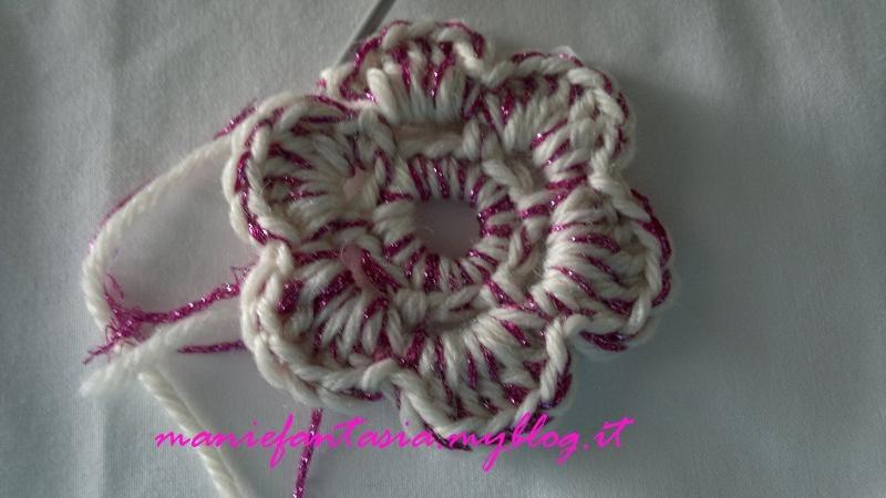 Come fare fiori uncinetto tridimensionali manifantasia - Fiore collegare i punti ...